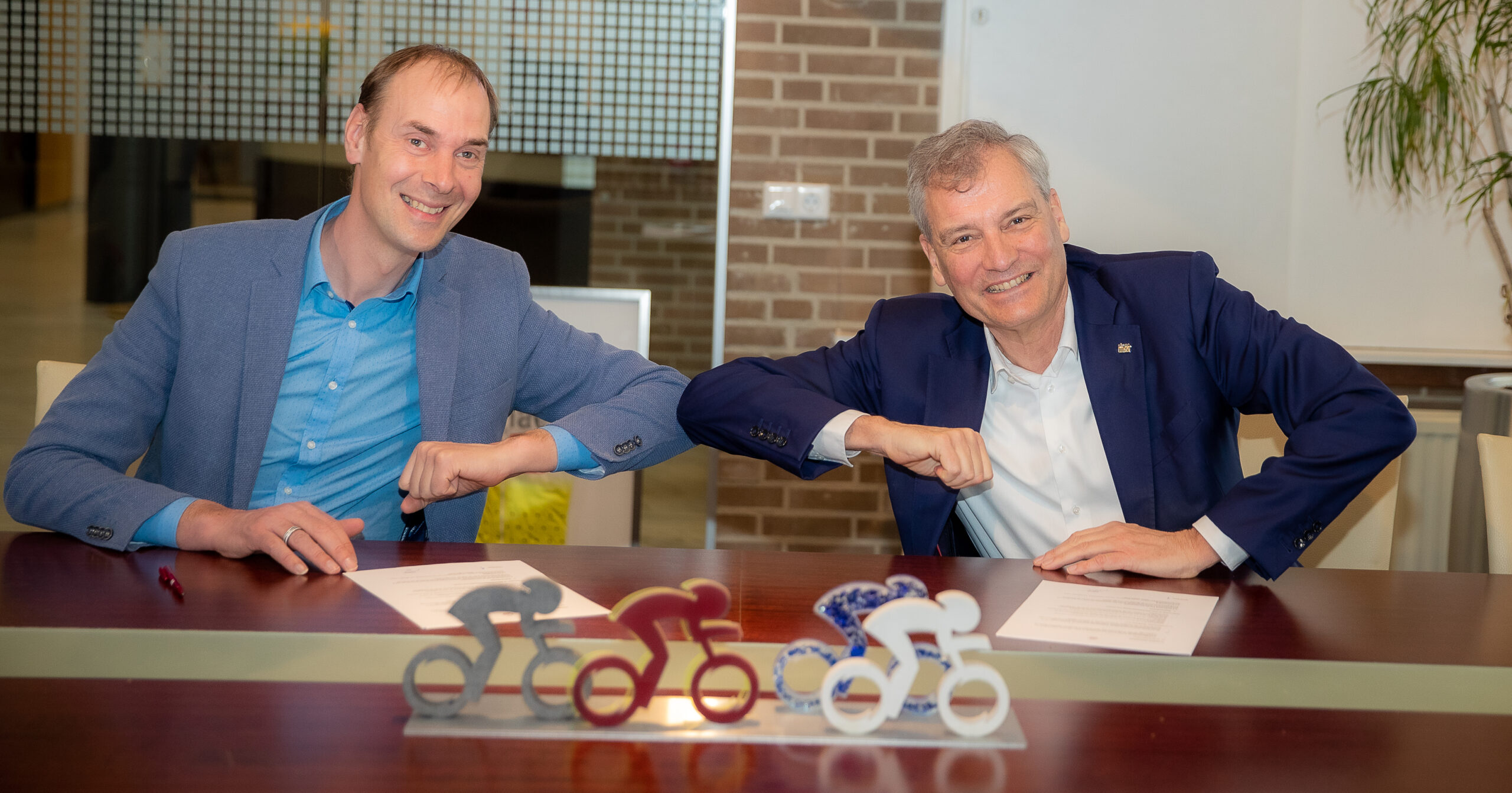 Eric-van-Schagen-CEO-Simac-Techniek-NV-en-Thijs-Rondhuis-1-scaled.jpg